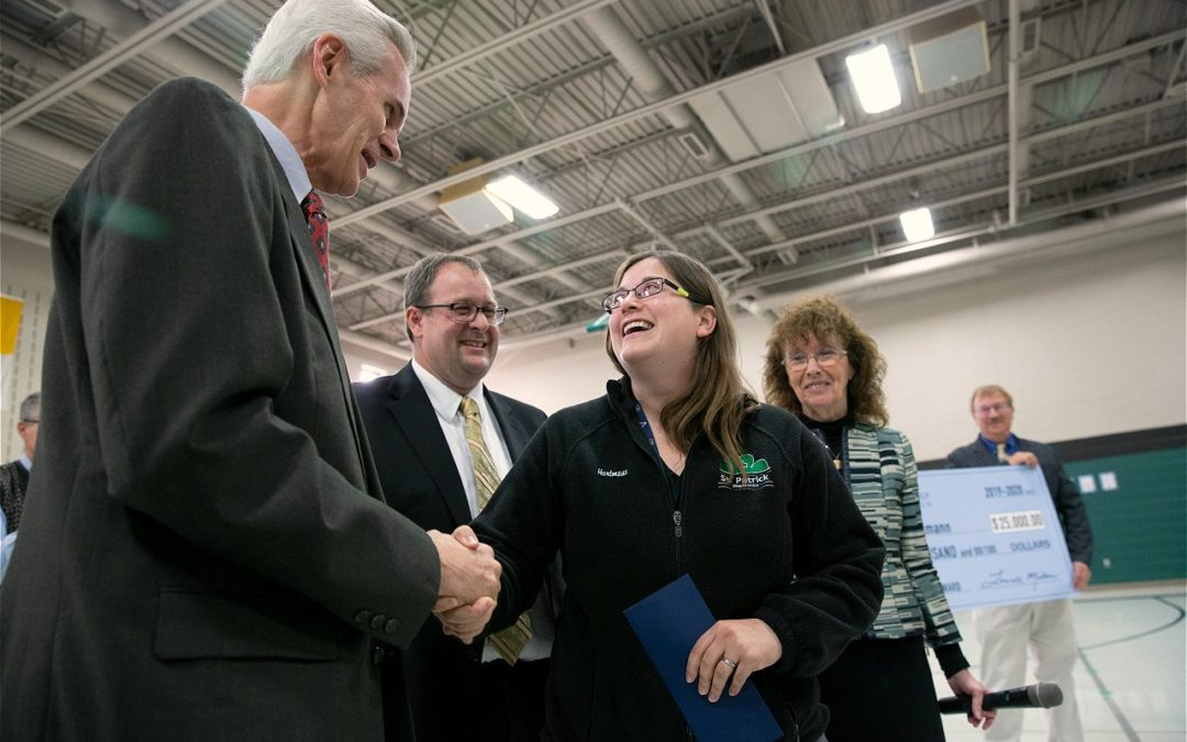 Juggling science, English, technology earns teacher $25,000 award